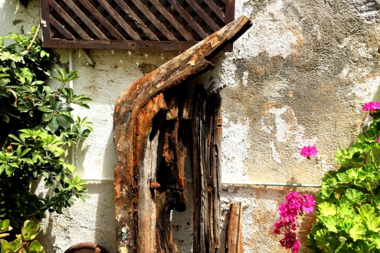 Altes Holz im Innenhof der alten Synagoge chania
