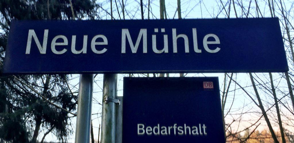 Schild, Haltestelle, Neue Mühle,