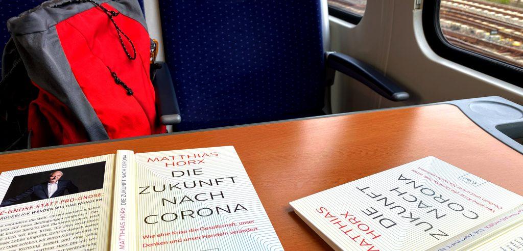 2 Bücher im zug, Horx, Zukunft nach Corona