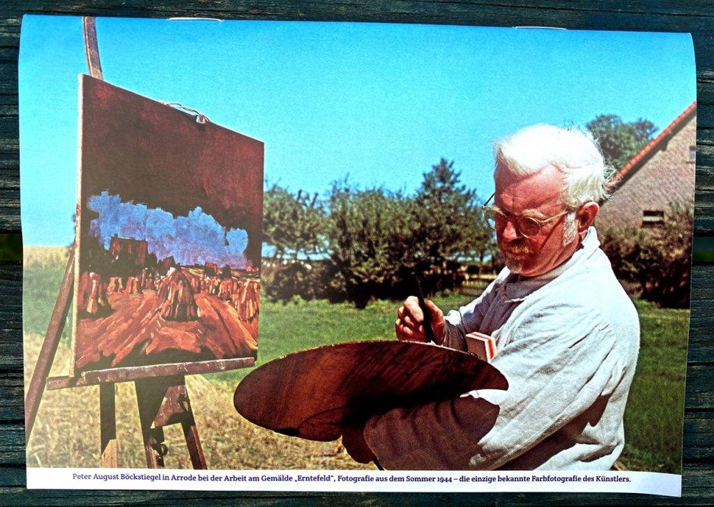 Rückseite Ausstellungsbegleiter Peter August Böckstiegel: Dunkle Jahre, Voller Farben Der Künstler mit Palette Farbfoto