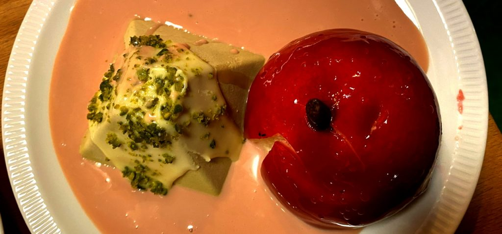 Liebesapfel mit Matcha-Parfait und Soße